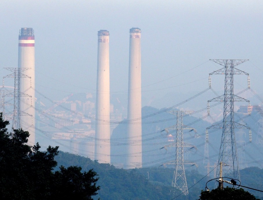 A general view on the chimneys of the Hsieh-ho Power Plant in Keelung, northern Taiwan, 17 November 2015. EPA/DAVID CHANG
